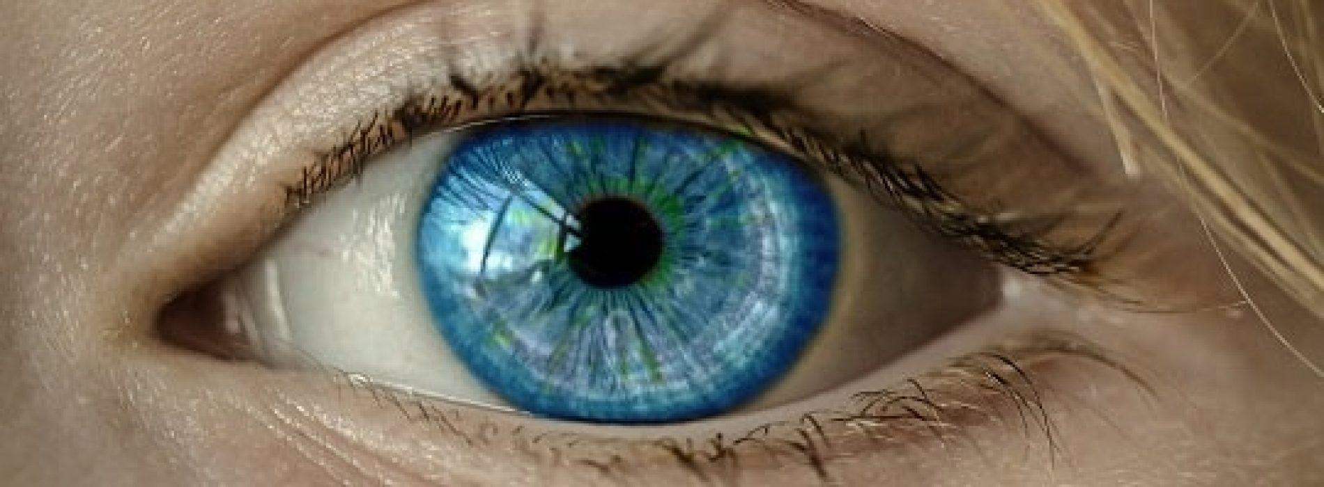 Hvilke problemer risikerer du ved bruk av kontaktlinser?