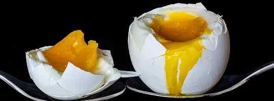 Hvordan og hvor lenge skal egg koke?
